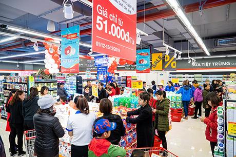 Ngay từ ngày đầu khai trương đã thu hút đông đảo người dân đến mua sắm