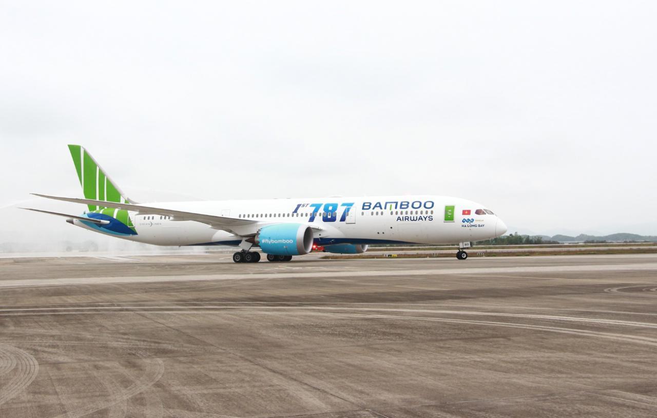 Máy bay Boeing 787-9 của hãng hàng không Bamboo Airways hạ cánh tại Cảng hàng không quốc tế Vân Đồn.