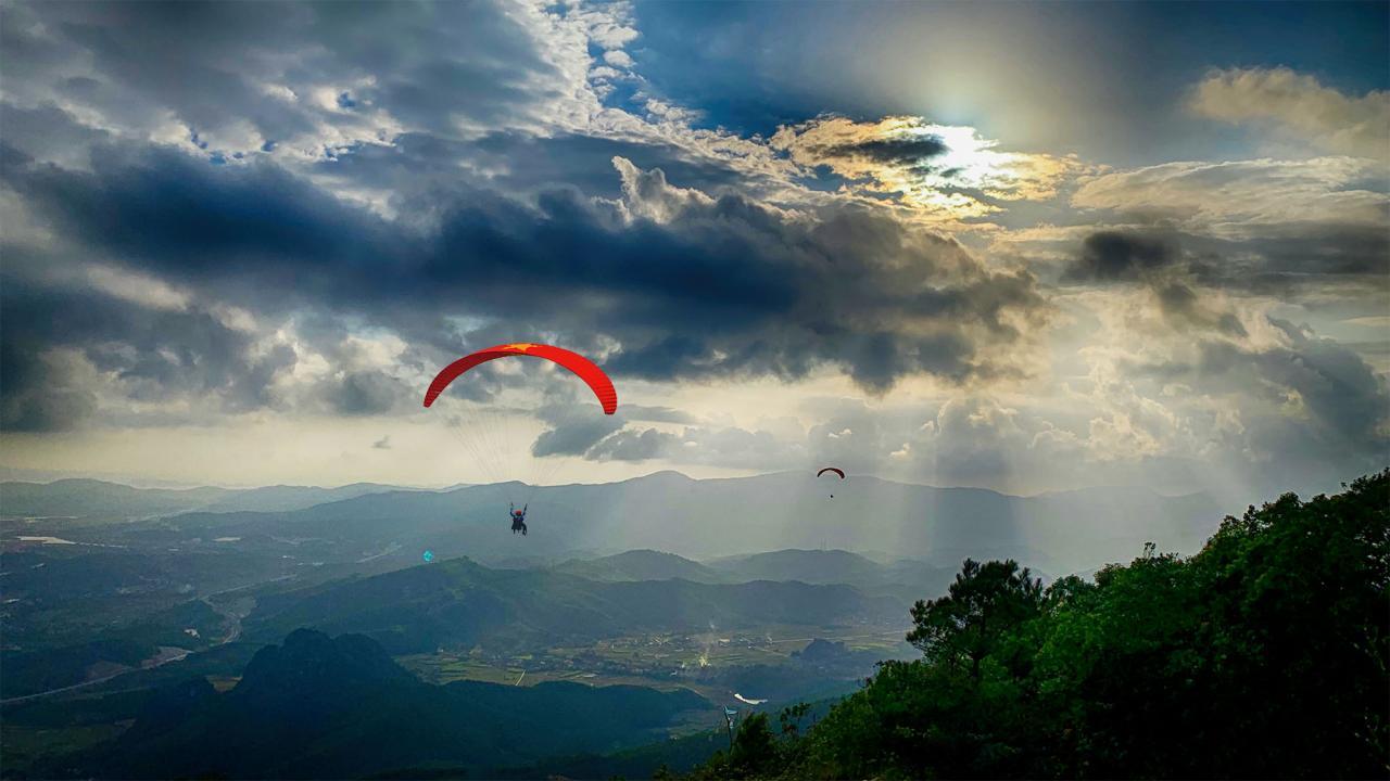 Nằm ở phía Bắc Cửa Lục, Hoành Bồ với những phong cảnh còn hoang sơ là điểm du lịch khám phá đầy thú vị.