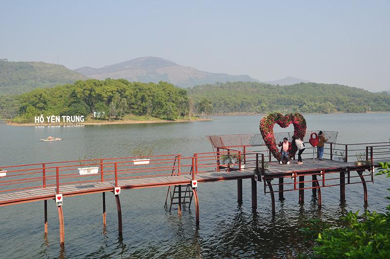 Thắng cảnh Hồ Yên Trung một trong những điểm du lịch hấp dẫn du khách