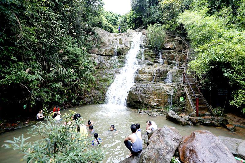 Thác Lựng Xanh điểm du lịch sinh thái ở Uông Bí ảnh Đỗ Giang
