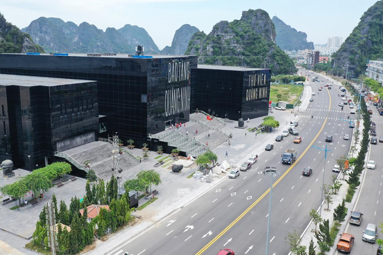 Tương tự, tại Bảo tàng Quảng Ninh, trung bình mỗi ngày đang có khoảng 2.000 khách đến thăm quan.