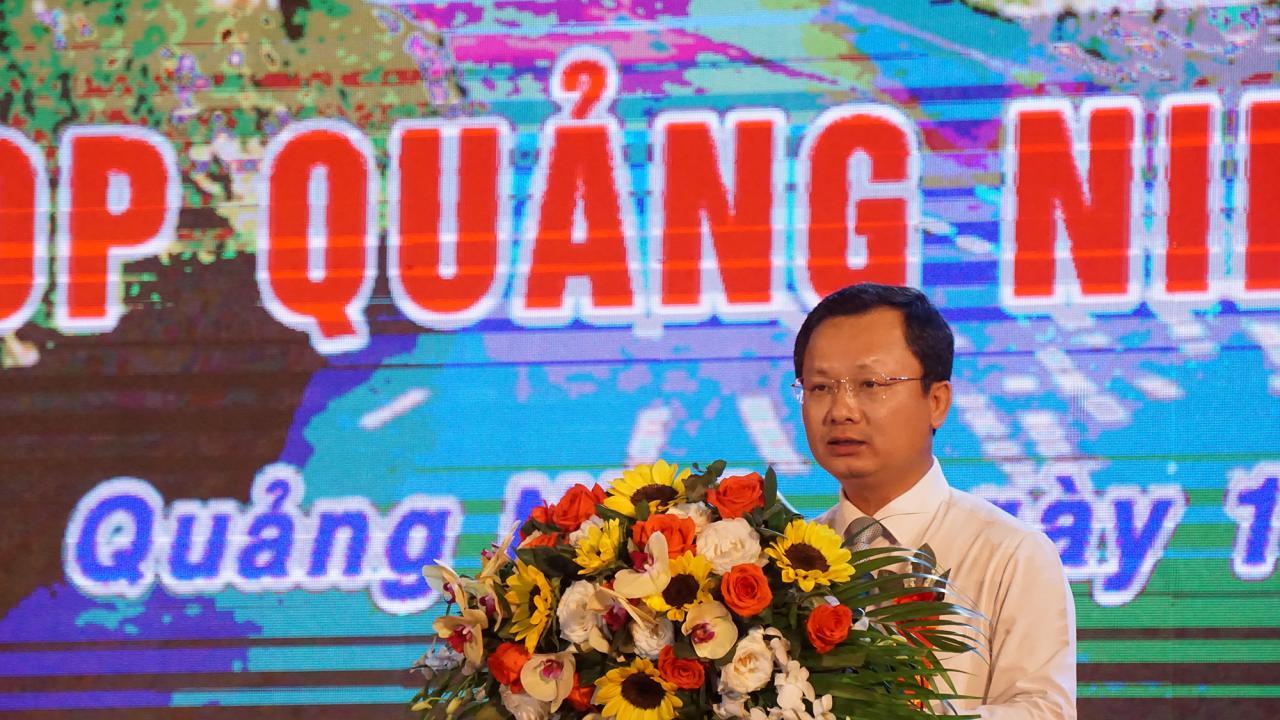 Đồng chí Cao Tường Huy, Phó Chủ tịch UBND tỉnh phát biểu khai mạc hội chợ.