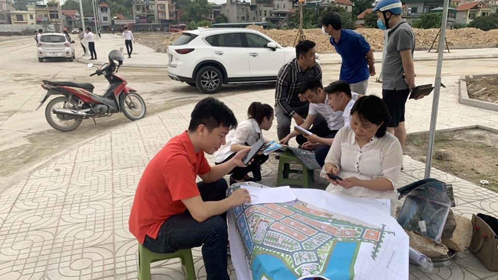 Người dân Quảng Ninh lao vào cơn sốt đất lớn nhất trong lịch sử tiềm ẩn nhiều rủi ro /// Ảnh L.N.H