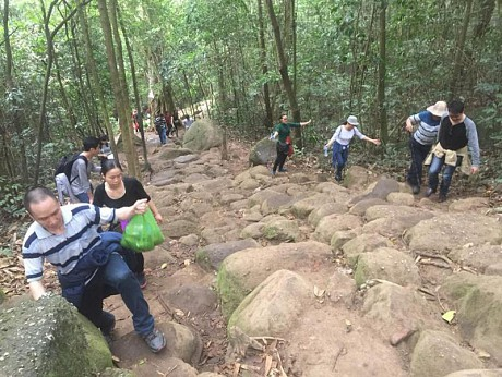 Con đường dốc khó đi lên chùa