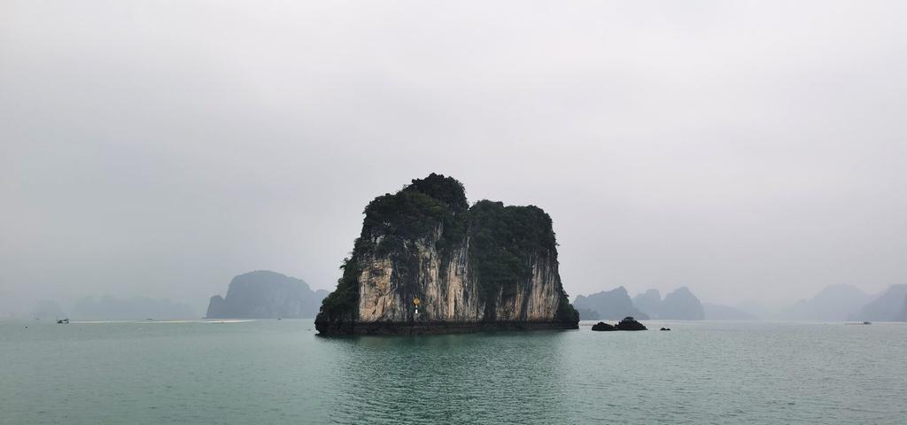 Chiêm ngưỡng vịnh Bái Tử Long đẹp như chốn bồng lai, tiên cảnh - ảnh 2