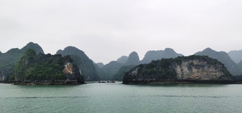 Chiêm ngưỡng vịnh Bái Tử Long đẹp như chốn bồng lai, tiên cảnh - ảnh 1
